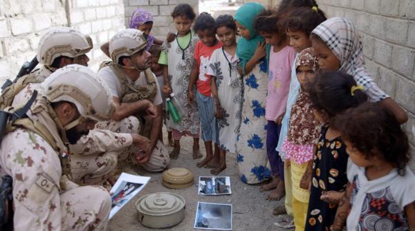 حملة توعية لأهالي المناطق المحررة في الحديدة حول &#34مخاطر ألغام الحوثي&#34