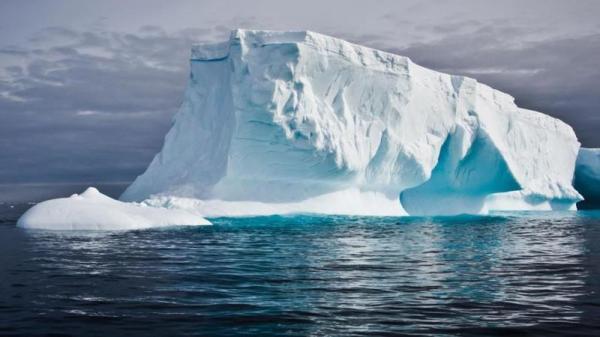 تفاصيل نقل جبل جليدي من القطب الجنوبي إلى الفجيرة (صور + فيديو)
