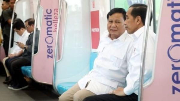 الرئيس الأندونيسي يتصالح مع زعيم المعارضة على متن قطار