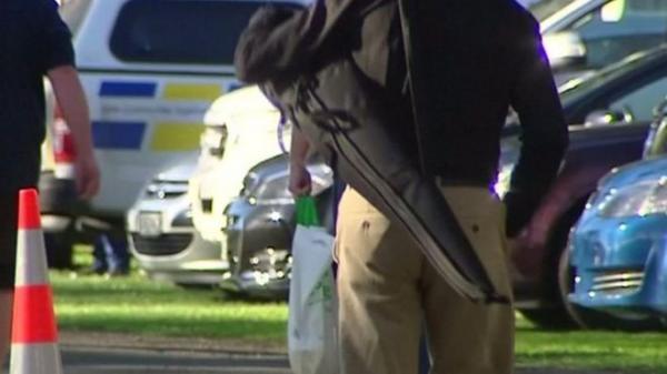 حكومة نيوزيلندا تشتري الأسلحة من المواطنين بعد شهور من الهجوم الدامي على المسجدين