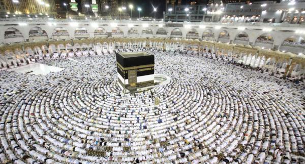 السعودية ترحب بالحجاج القطريين وتدعو الدوحة لعدم تسييس الحج