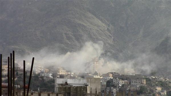 مقتل 3 مدنيين وإصابة 6 بقصف حوثي على منزل سكني بتعز