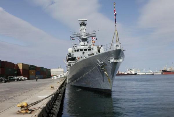 بريطانيا: نشر سفينة حربية في الخليج يستهدف حماية مصالحنا