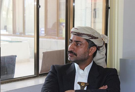 وثيقة- القيادي الحوثي حنين قطينة يوزّع أراضي الدولة للمليشيا