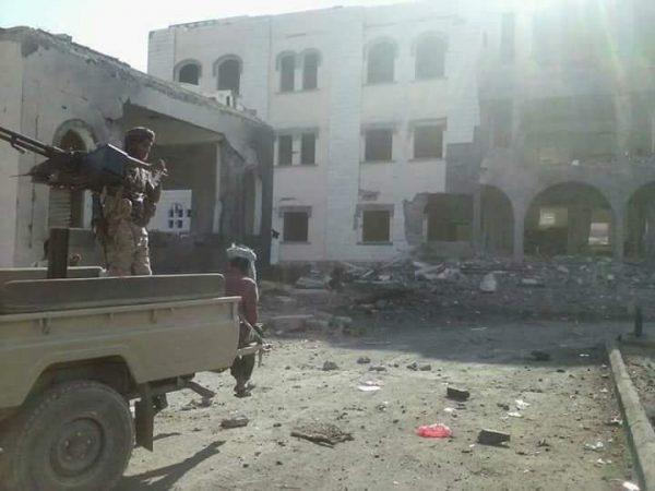 القاعدة يستهدف معسكراً للحزام الأمني في أبين