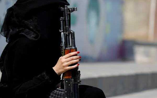 انفراد- مليشيا الحوثية تجنّد فتيات للإيقاع بناشطين وإعلاميين وسياسيين مُحاكاة لـ&#34الموساد&#34