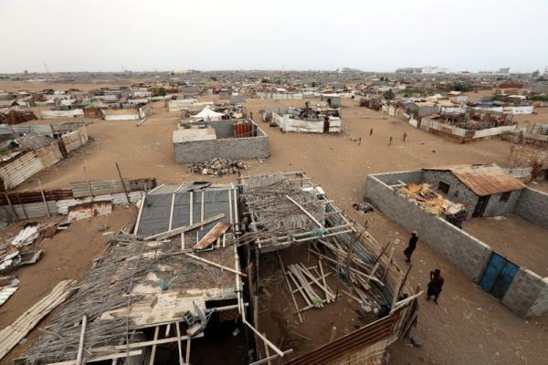 مقتل مدنيين اثنين وإصابة 11 آخرين بقصف لمليشيا الحوثي استهدف منازل بمدينة الحديدة