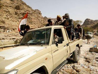 القوات الحكومية تستعيد مخزن أسلحة متنوعة من أيدي المليشيات فى كتاف صعدة