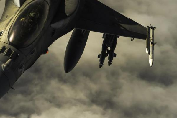 التحالف يشن غارات على مواقع عسكرية للحوثيين في صنعاء