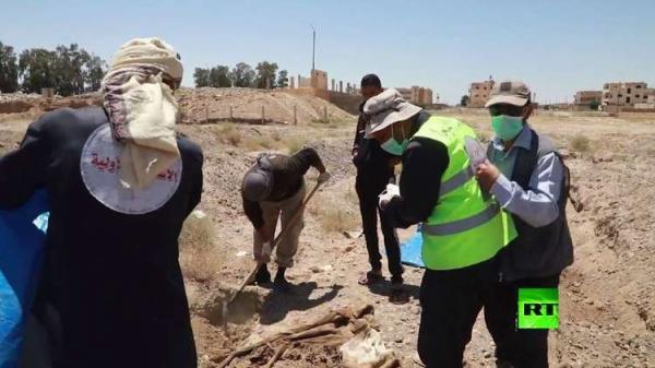 انتشال أكثر من 1200 جثة من مقابر جماعية في الرقة