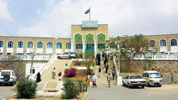 مليشيات الإخوان تعتدي على وكيلة محافظة تعز وتطردها من مستشفى الثورة