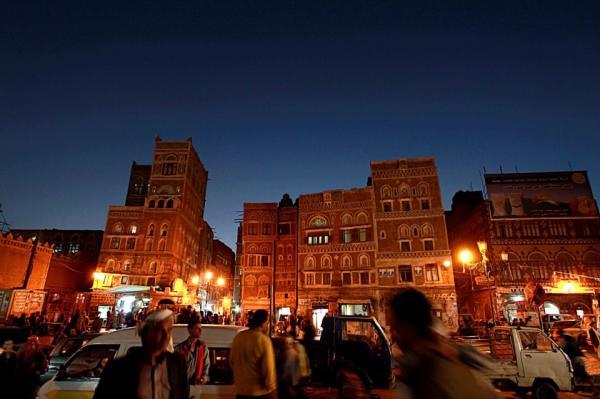 صنعاء.. الحوثيون يعينون لكل مطعم مندوباً ومحاسباً لمراقبة الأرباح