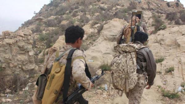 القوات الحكومية تحرز تقدماً بكتاف صعدة وسط تراجع للمليشيا وغارات تدمر آليات وعربات عسكرية