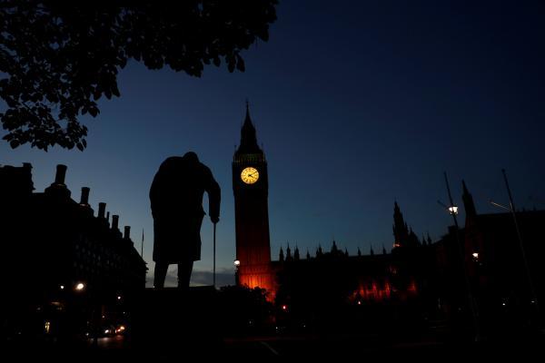 التلغراف: بريطانيا بصدد فرض عقوبات على إيران