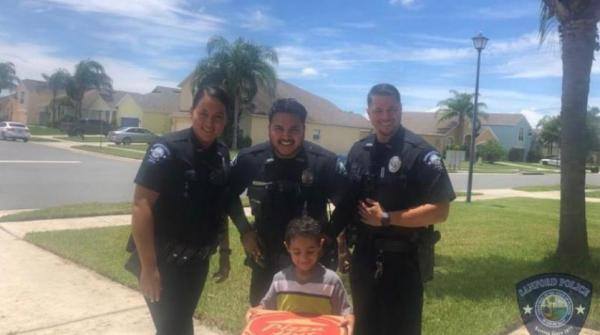 الشرطة الأمريكية تستجيب لطفل مصري اتصل لطلب البيتزا
