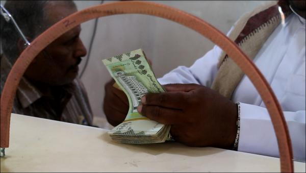 المركزي اليمني يعلن تدخله المباشر لإنقاذ قيمة الريال أمام العملات الأجنبية