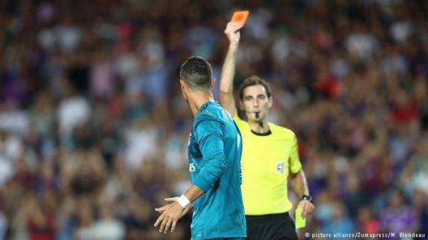 بسبب دفعه الحكم.. إيقاف كريستيانو رونالدو خمس مباريات