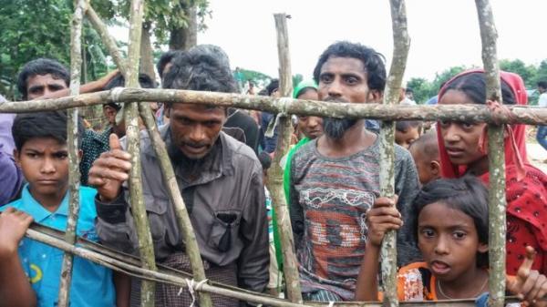 آلاف من مسلمي الروهينجا يفرون من ماينمار إلى بنغلاديش بعد اشتباكات عنيفة