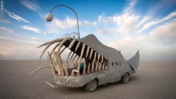 سيارات تقلّد وحيد القرن والأخطبوط.. وتبتلع البشر