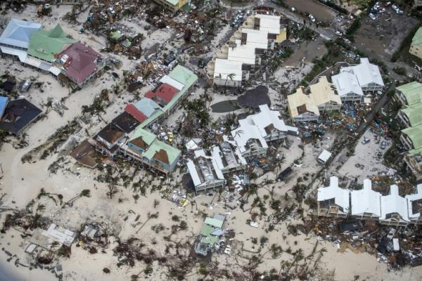 الاعصار ايرما يلحق دمارا بجزيرتين في الكاريبي ويهدد جمهورية الدومينيكان