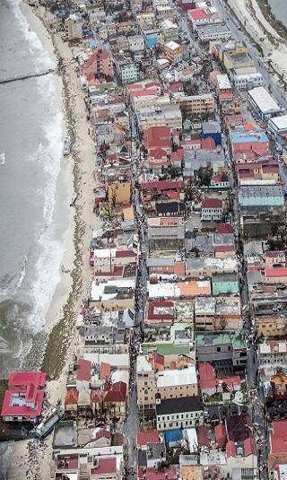 فلوريدا تسابق الزمن لإجلاء أكثر من 6 ملايين شخص قبل وصول إعصار إرما