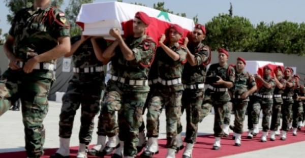 لبنان يشيع عشرة عسكريين قتلهم داعش وسط حداد عام