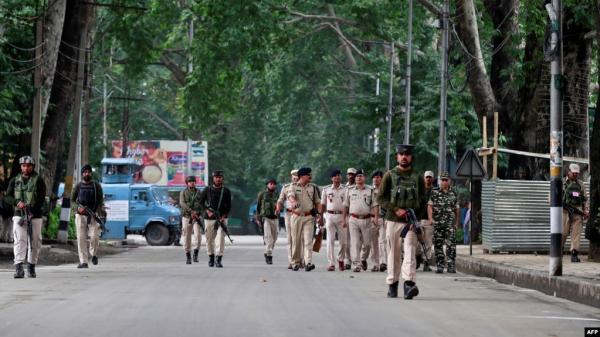 """باكستان تحذر من """"إبادة جماعية"""" في كشمير وتستبعد المحادثات مع الهند"""