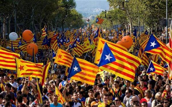 نحو مليون شخص يتظاهرون من أجل استقلال قطالونيا عن إسبانيا