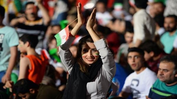 صدمة وغضب دولي إثر انتحار فتاة إيرانية بسبب ملاحقتها قضائيا لمحاولة حضور مباراة كرة قدم