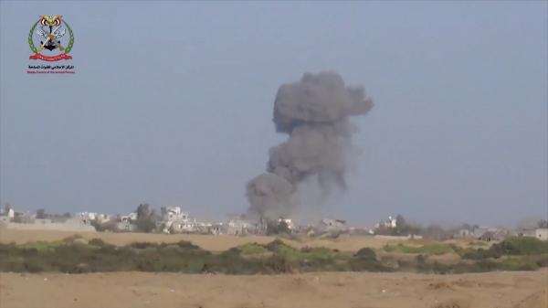 حجة: طيران التحالف يدمر مخزن أسلحة بحرض ويقصف تجمعات حوثية بمديرية عبس