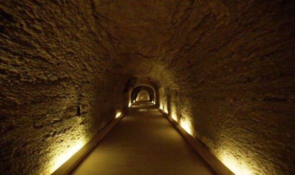 """قصة اكتشاف """"قصر ضخم تحت الأرض يضم أكبر تابوت في تاريخ مصر القديمة"""""""