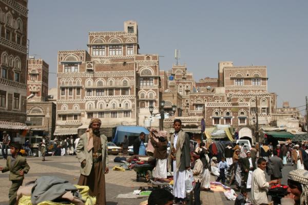 استمرار مطاردة مليشيا الحوثي للباعة الجائلين والبساطين في العاصمة