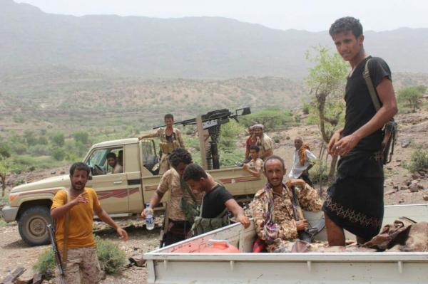 مدفعية القوات الحكومية تدك تعزيزات لمليشيا الحوثي بمقبنة تعز