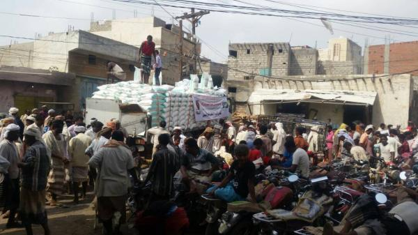 مليشيا الحوثي تمنع وصول الدقيق إلى مخابز مدينة الحديدة وتغلق الشوارع بسواتر ترابية وخنادق