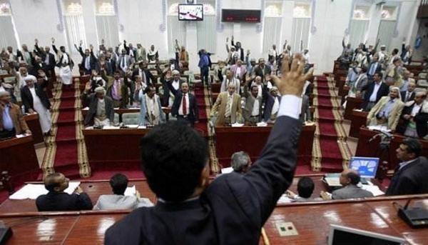 البرلمان: تتحمل الحكومة مسؤولية صرف المرتبات لكل موظفي الدولة
