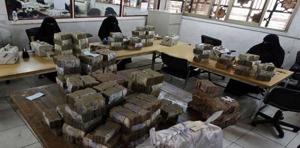 انهيار مخيف للريال اليمني أمام سلة العملات الأجنبية