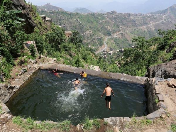 صور مذهلة لقرى معزولة في قمم جبال اليمن