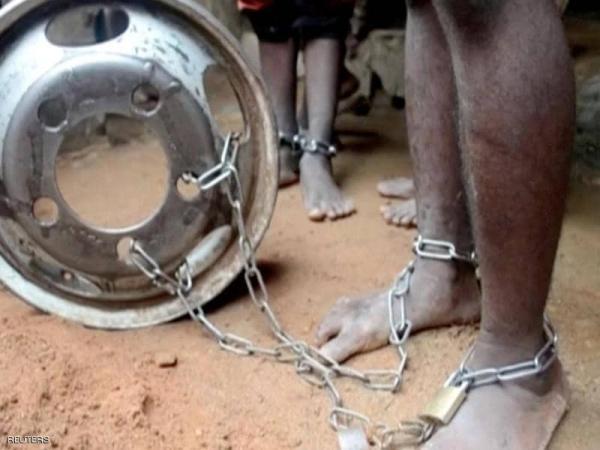 """مكبلون بسلاسل.. إنقاذ مئات الأطفال من """"مأساة"""" في نيجيريا"""