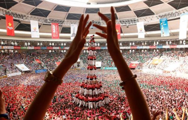 صور مثيرة في مسابقة أطول برج بشري في إسبانيا