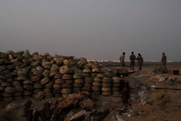 القوات الحكومية تنزع ألغاماً حوثية في مديرية الصفراء بصعدة