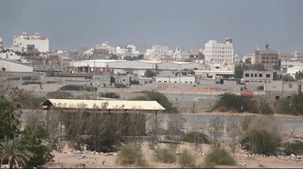 قصف حوثي بالأسلحة الثقيلة على مدينة الدريهمي