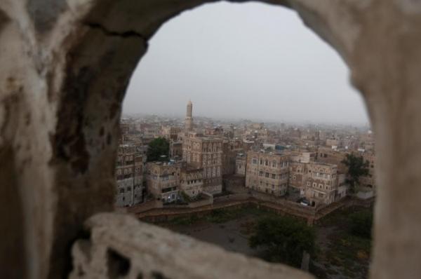 الحوثيون يستولون على مبانٍ سكنية مملوكة لمناهضين لهم