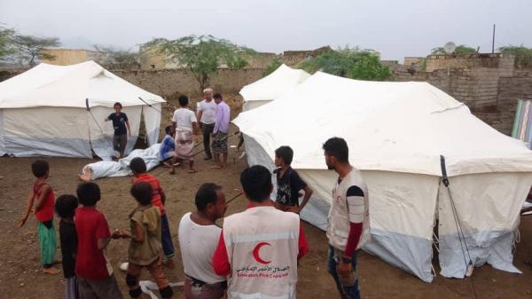 الهلال الإماراتي يغيث مئات الأسر بمساكن طارئة في الساحل الغربي