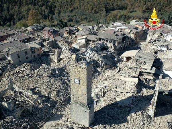 """بالصور: أعنف الزلازل تضرب إيطاليا.. """"قد تستمر لأسابيع"""""""