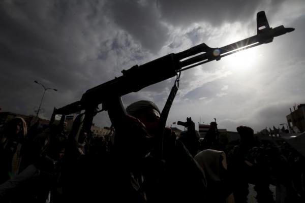 مليشيا الحوثي تدفع بتعزيزات كبيرة إلى غربي الفاخر بالضالع
