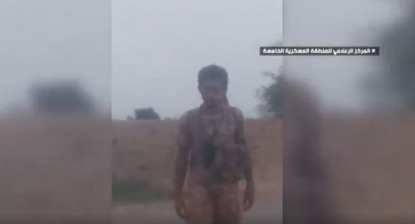 شاهد- فيديو عُثر عليه في كاميرا إعلامي حوثي تضمن اعتراف قيادات في الجماعة بتدمير مدارس وخزانات مياه