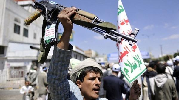 حملة حوثية بالعدين في إب تقتل مواطناً وشقيقته وتفجر وتنهب منازل وتختطف مواطنين (أسماء)