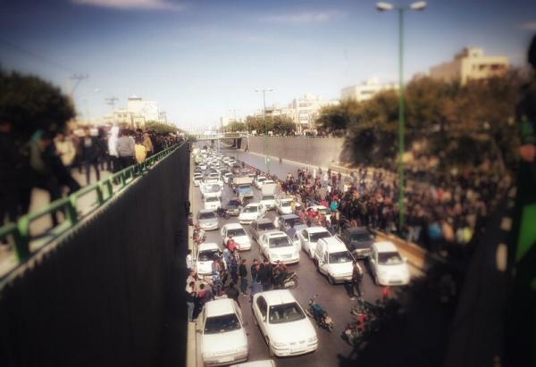 نجل شاه إيران السابق يدعم المتظاهرين بتسجيل صوتي