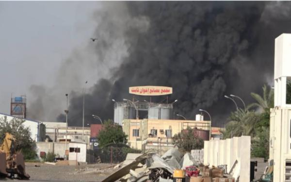 Houthi militias bomb a Hospital, school, factories and civilian facilities in Hodeidah - Videos
