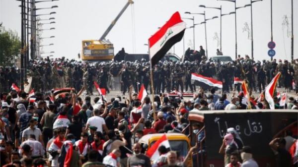 العراق: المحتجون يستعيدون السيطرة على ثالث جسر في بغداد